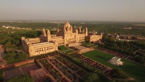 Una-Vista-Aérea-Muestra-El-Palacio-De-Umaid-Bhawan-Y-Sus-Terrenos-En-Jodhpur-India-3