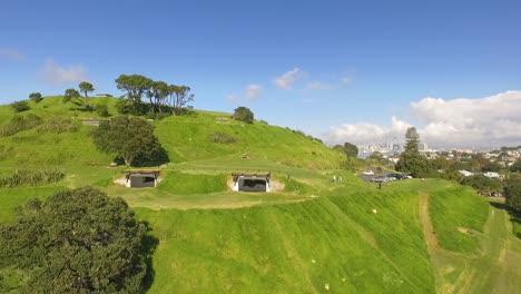 Una-Vista-Aérea-Saca-De-Maungauika-La-Cabeza-Norte-En-Auckland-Nueva-Zelanda