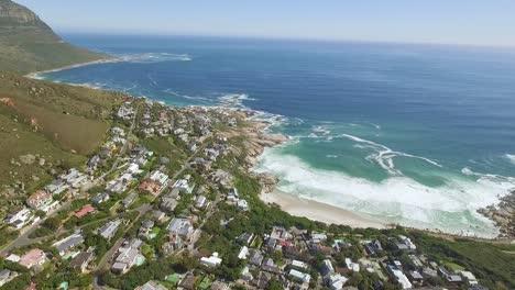 Eine-Luftaufnahme-Zeigt-Den-Küstenvorort-Llandudno-In-Kapstadt-Südafrika-Cap