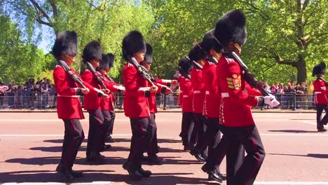London-Buckingham-Palace-guards-march-down-a-road-in-the-United-Kingdom