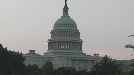Un-Zoom-Rápido-En-El-Edificio-Del-Capitolio-En-Washington-Dc