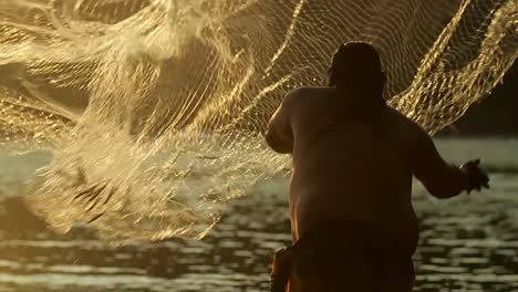 Classic-shot-of-Polynesian-fisherman-throwing-net