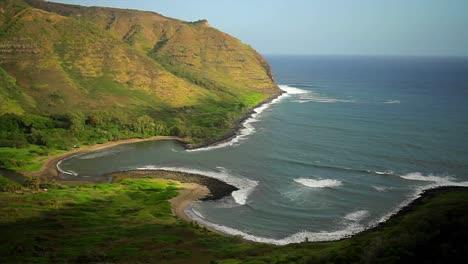 A-beautiful-shoreline-of-Hawaii