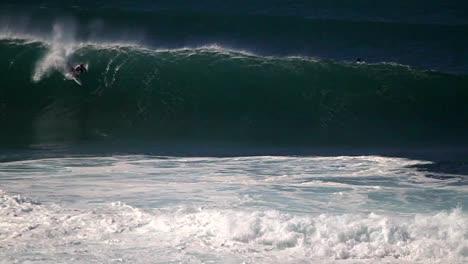 Hawaiian-big-wave-surfing