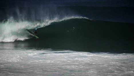 Hawaiian-big-wave-surfing-5