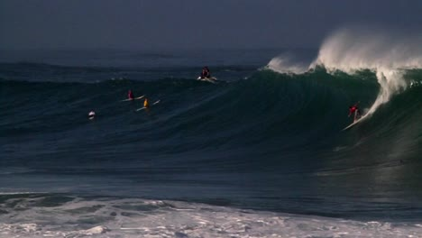 Multiple-surfers-ride-very-big-waves-in-Hawaii-2