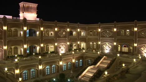 Das-Internationale-Hotel-Papa-In-Yazd-Iran-Bei-Nacht