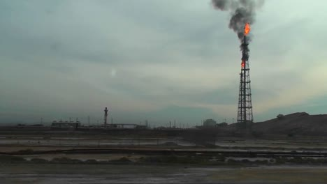 Burning-extraction-wells-in-an-oil-or-natural-gas-field-in-Iran-