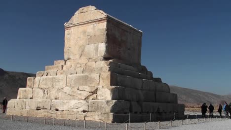 The-tomb-of-Cyrus-the-Great