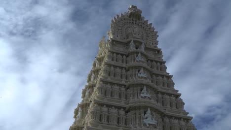 Lapso-De-Tiempo-De-Nubes-Sobre-Una-Antigua-Torre-Del-Templo