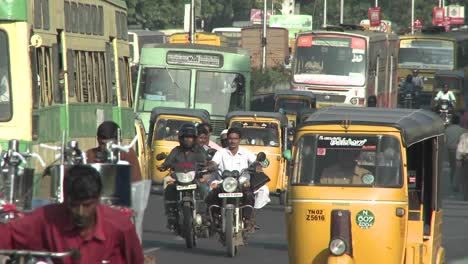 A-street-in-India-is-crammed-with-vehicles-and-people-1