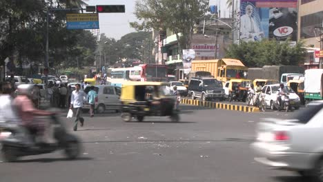 Hectic-traffic-in-a-city-in-India-1