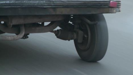 Escape-De-Un-Vehículo-En-Una-Carretera-En-La-India