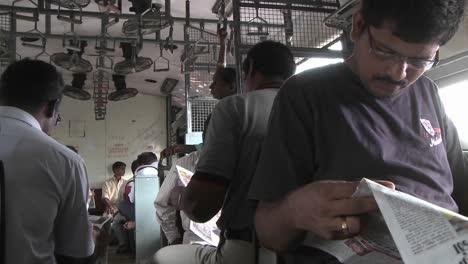 Pasajeros-Viajando-En-Un-Tren