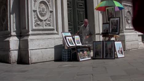 Un-Artista-Callejero-Pinta-Fuera-De-Una-Catedral-En-París-