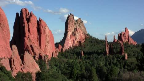 Sandstone-peaks-in-Canyonlands-National-Park-1