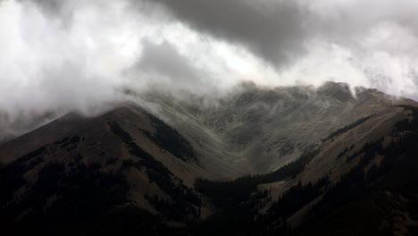 Fog-passes-through-mountain-peaks