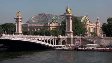 The-beautiful-Ponte-Alexandre-bridge-over-the-Seine-in-paris-France