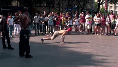 An-1-shot-of-Paris-street-dancers-and-performers-1