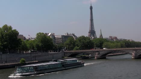 The-Seine-and-the-Eiffel-Tower-with-riverboats-in-Paris-France