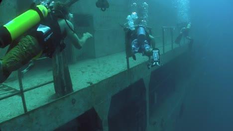 Divers-explore-a-shipwreck-2