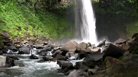 Beautiful-waterfall-near-Fortuna-Costa-Rica-1