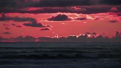 Captura-De-Mano-De-Una-Hermosa-Atardecer-Sobre-El-Pacífico-En-La-Península-Olímpica-Captura-De-Mano-De-Una-Hermosa-Atardecer-Sobre-El-Pacífico-En-La-Península-Olímpica