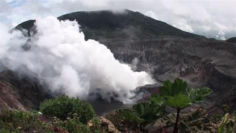 The-Poas-volcano-in-Costa-Rica-smokes-and-steams-1