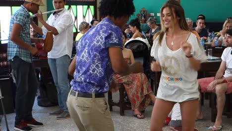 Cubans-dance-in-a-colorful-bar-in-Havana
