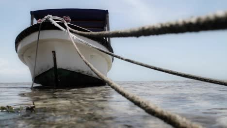 Cierre-De-Líneas-De-Amarre-Para-Barco-Con-Barco