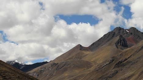Static-shot-of-rocky-peak