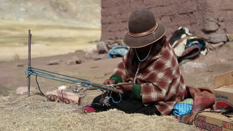Pan-to-traditional-women-weaving