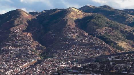 Ciudad-De-Cusco-En-Las-Colinas-De-La-Ciudad