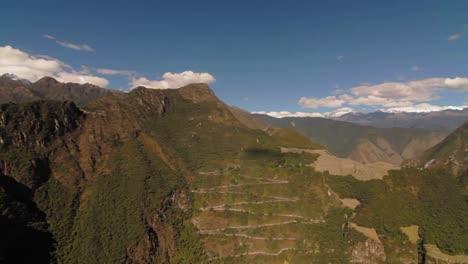Pan-Al-Camino-Inca-Y-Fortaleza-En-La-Montaña