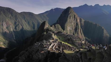 Turista-En-Machu-Picchu-En-El-Sol-De-La-Mañana