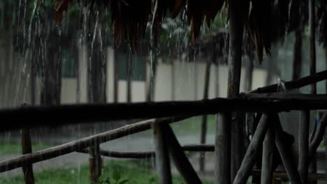 Lluvia-Cayendo-Fuera-De-La-Cabaña