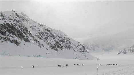 Empacando-Nieve-En-La-Pista