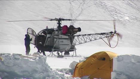 Helicopter-on-glacier