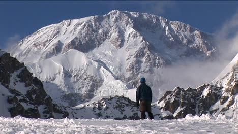 Climber-looking-up-at-his-goal-Denali