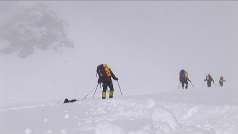Snow-falling-on-climbers-as-they-struggle