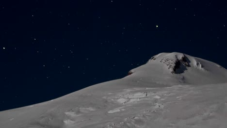 Closeup-of-summit-with-the-stars-behind-it