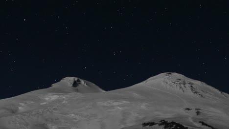 Meteor-shower-over-Mount-Elbrus