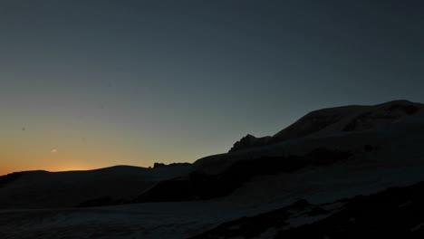 Puesta-De-Sol-En-El-Flanco-De-La-Montaña