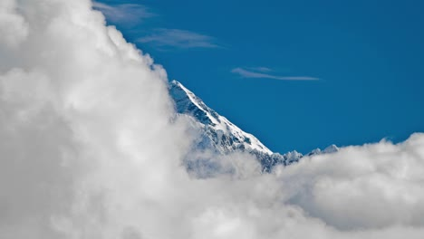 Close-shot-of-Everest-summit-with-clouds