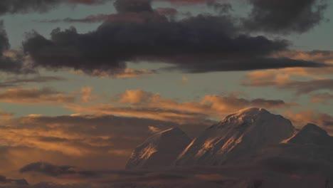 Huescaran-Wie-Die-Sonne-Auf-Ihrem-Gipfel-Untergeht