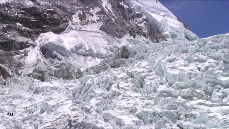 Pan-of-icefall-with-climbers