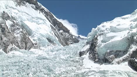 Pull-back-from-Khumbu-icefall