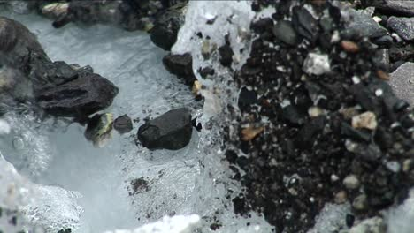 Focus-from-rocks-to-glacial-stream