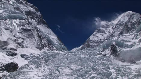 Zoom-in-on-top-of-Khumbu-icefall