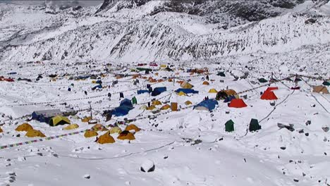 Zoom-in-on-Everest-basecamp